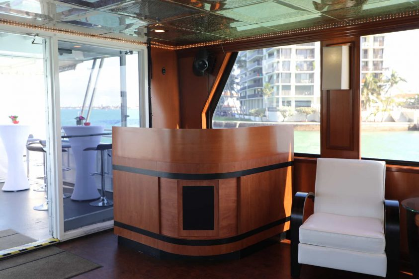 100' Miami Super Party Yacht Charters