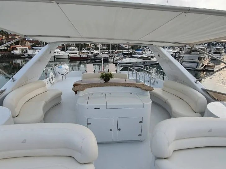 private yacht charter along the coast of Cabo San Lucas