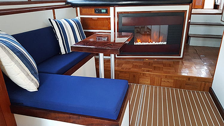 52' Sun Coastal Private Relaxing Charter