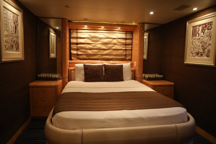 80' Hatteras Bedroom For Over Night Charters