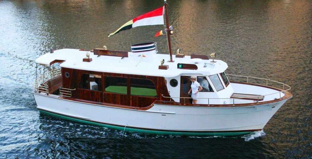Deerfield Beach yacht charter 44' Shuttlecraft starboard