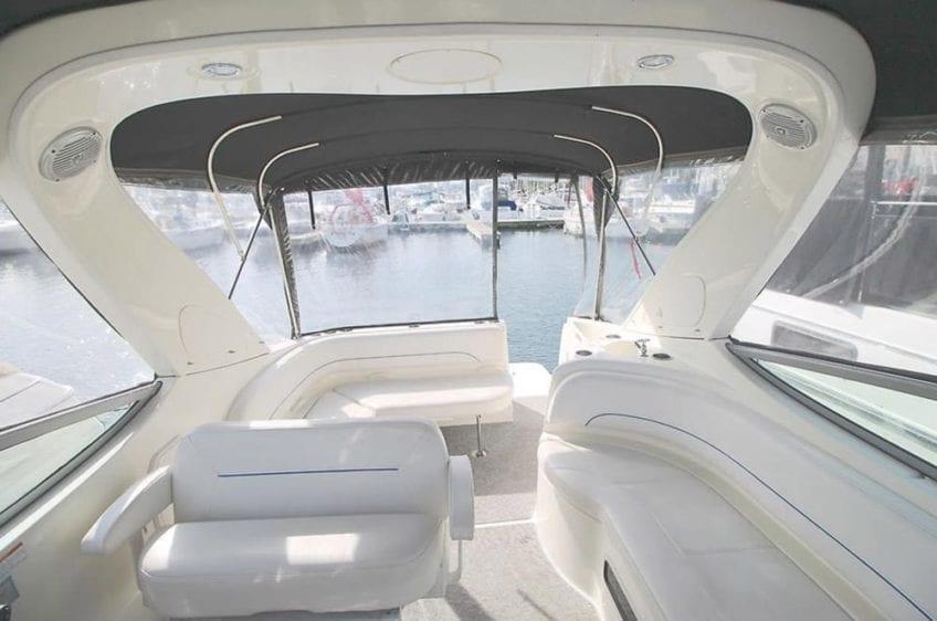Hawaii Yacht Rentals 31' Bayliner Interior