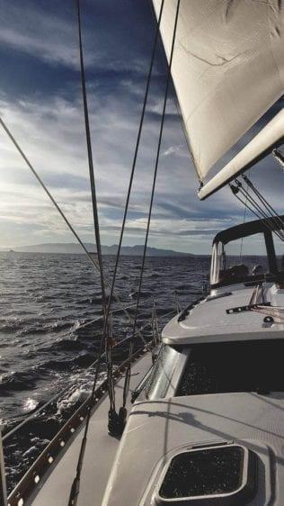 Hawaii Yacht Rentals 43' Jeanneau Sailing