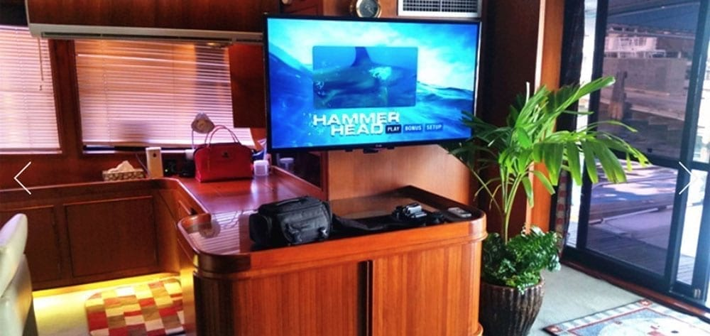 Hawaii Yacht Rentals 74' Striker Salon TV