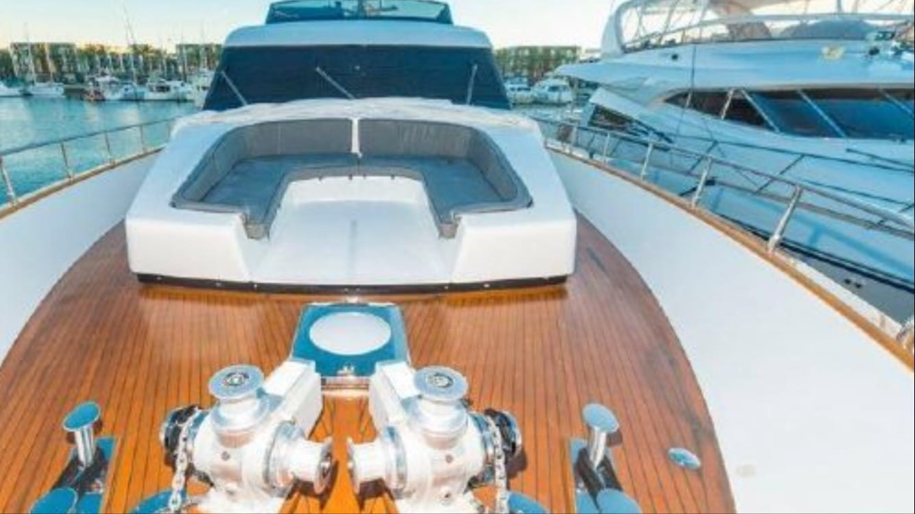 los angeles yacht charter bow