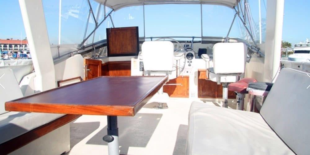 Long Beach Yacht Rentals 58' Hatteras Uppder Lounge