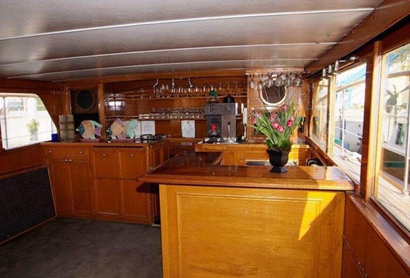 Los Angeles Yacht Rentals 57' Grebe Bar