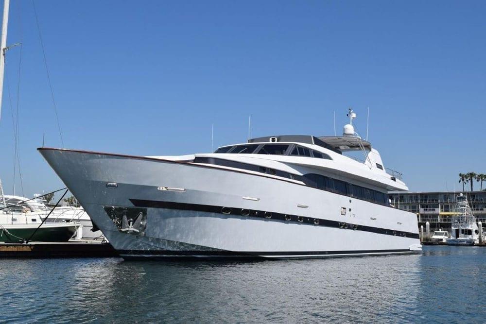 Yacht charter los angeles 100' Azimut Profile