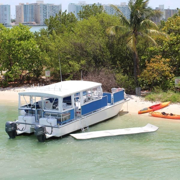 Miami party Yacht Rentals 40' Corinthian Beached