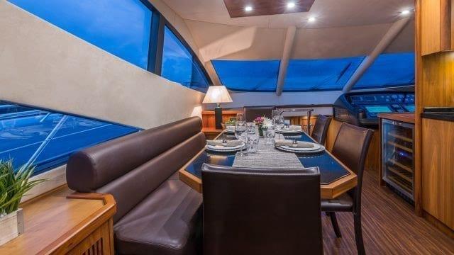 Miami Yacht Rentals 75' Manhattan Dining