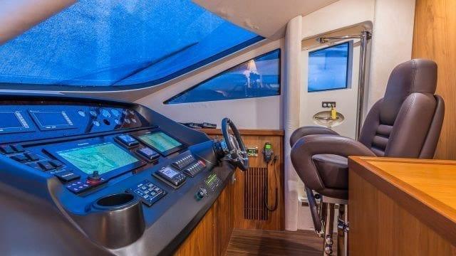 Miami Yacht Rentals 75' Manhattan Helm