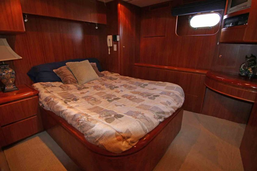 guest-suite-luxury-yacht