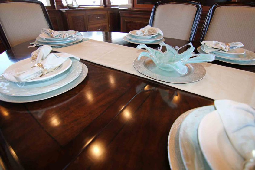 la-super-yacht-dining-table