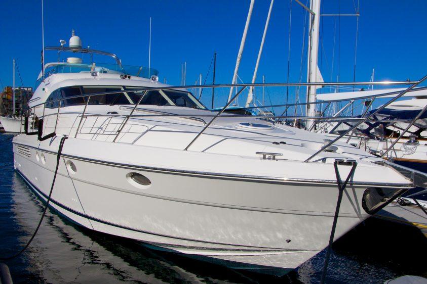 la yacht charter luxury liners fairline