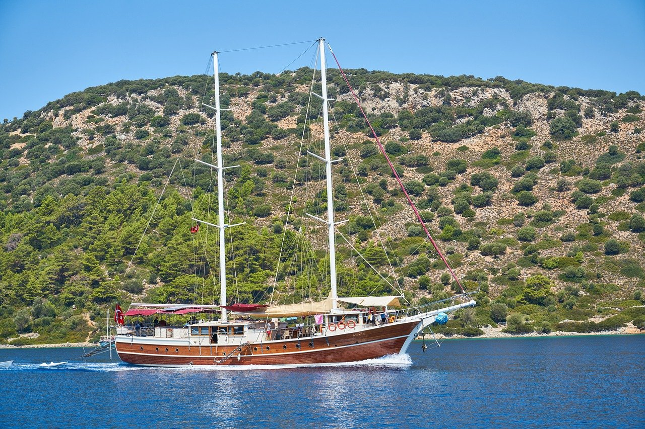 Take a Luxury Gulet Charter for Smooth Mediterranean Sailing