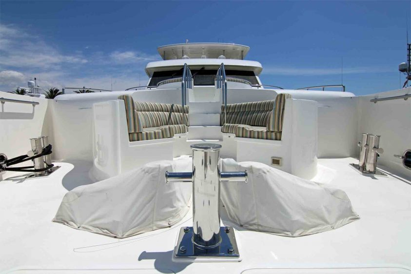 luxury-liners-bow-lower-area-in-los-angeles