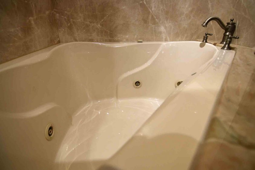 luxury-liners-jacuzzi-bath-tub