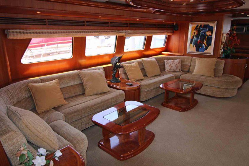 luxury-liners-la-yacht-lounge