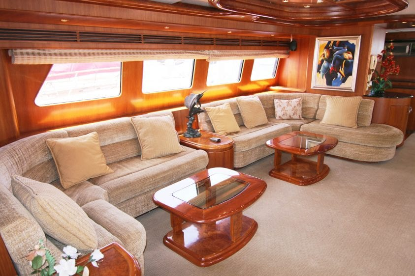luxury liners la yacht lounge area