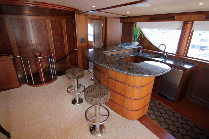 luxury-liners-los-angeles-super-yacht-charter-bar-area