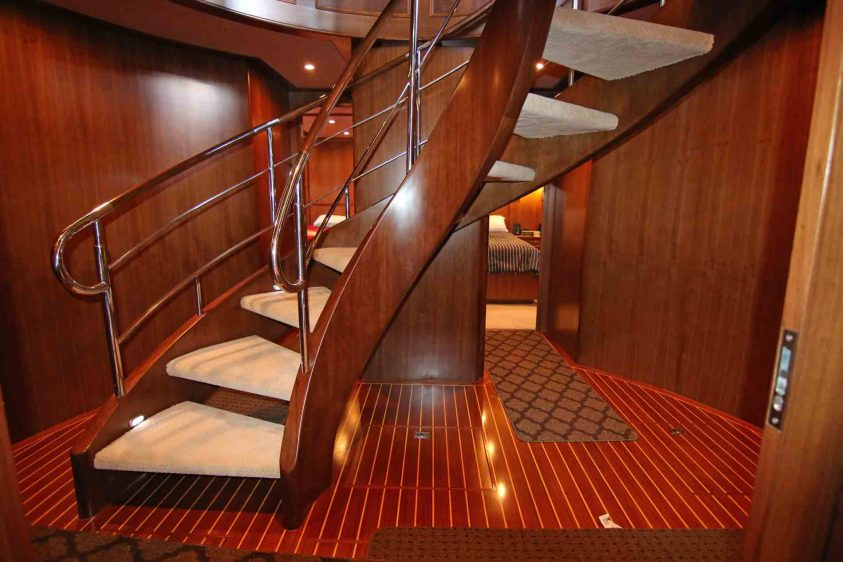 luxury-liners-spiral-stairs-in-los-angeles