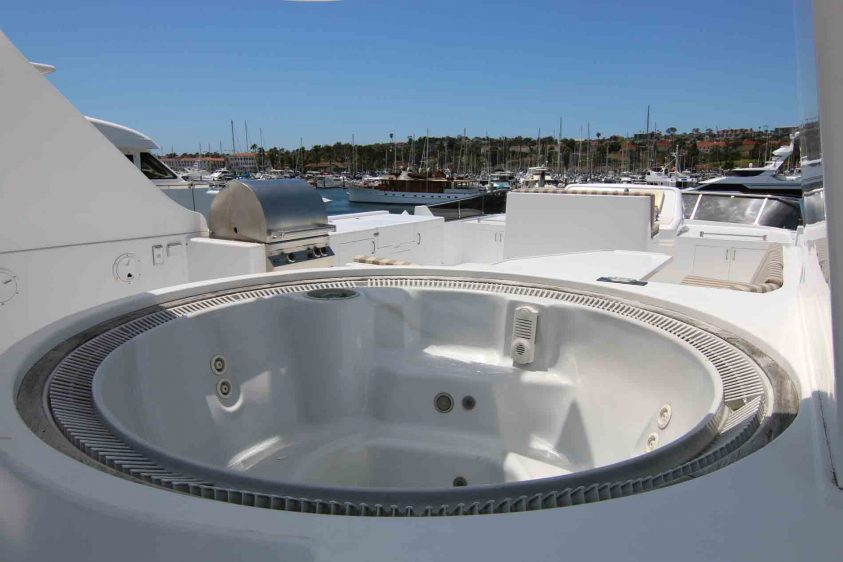 luxury-liners-super-yacht-jacuzzi