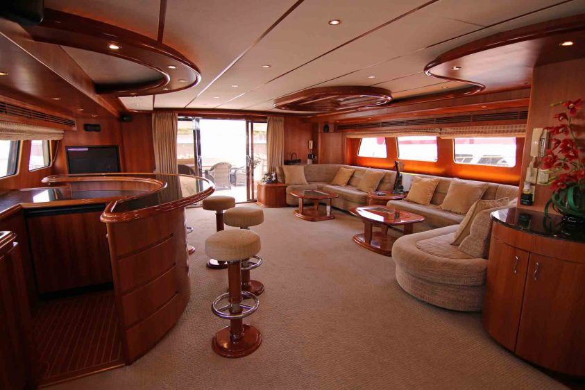 luxury-liners-super-yacht-lounge
