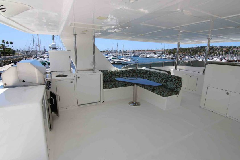 luxury-liners-super-yacht-uper-deck-dining