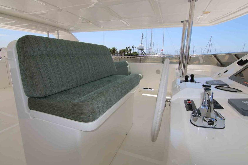 luxury-liners-super-yacht-upper-deck-pilot-wheel