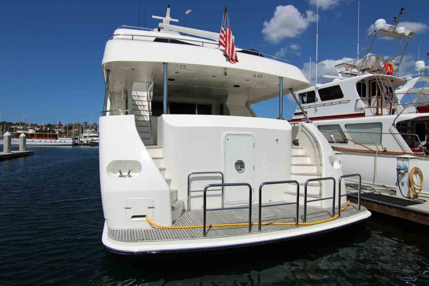 luxury-liners-transom-la-yachts