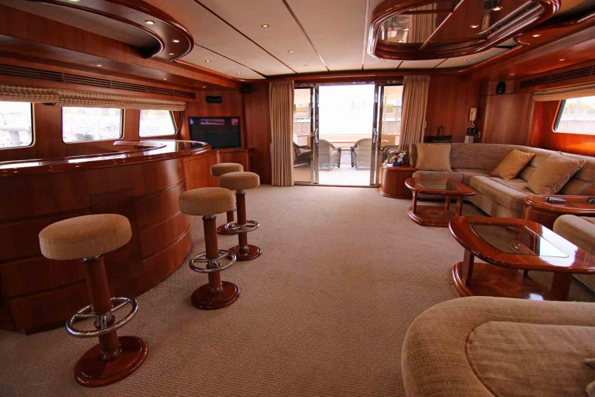 luxury-liners-yacht-lounge