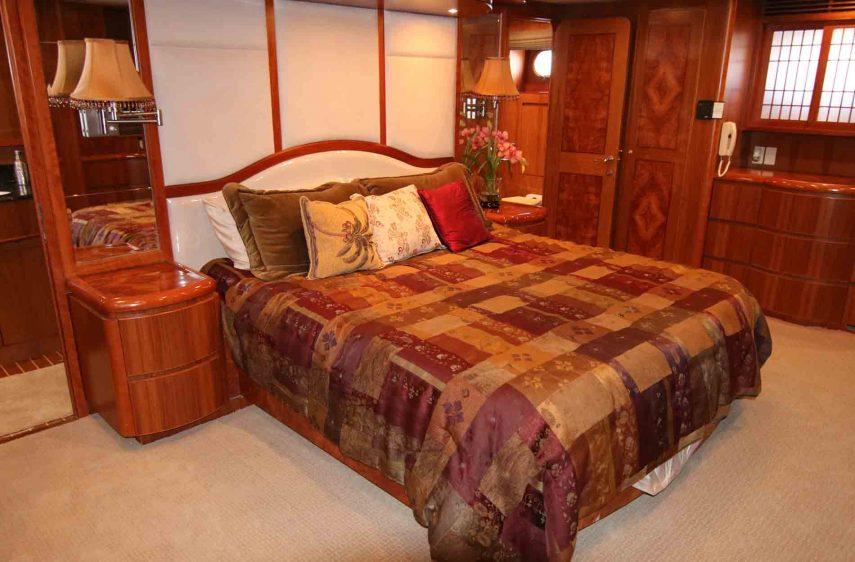 luxury-stateroom-la-yacht-charter