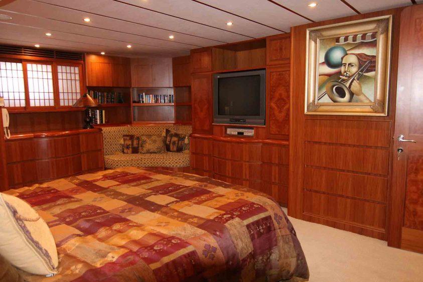 luxury-stateroom-la-yachts