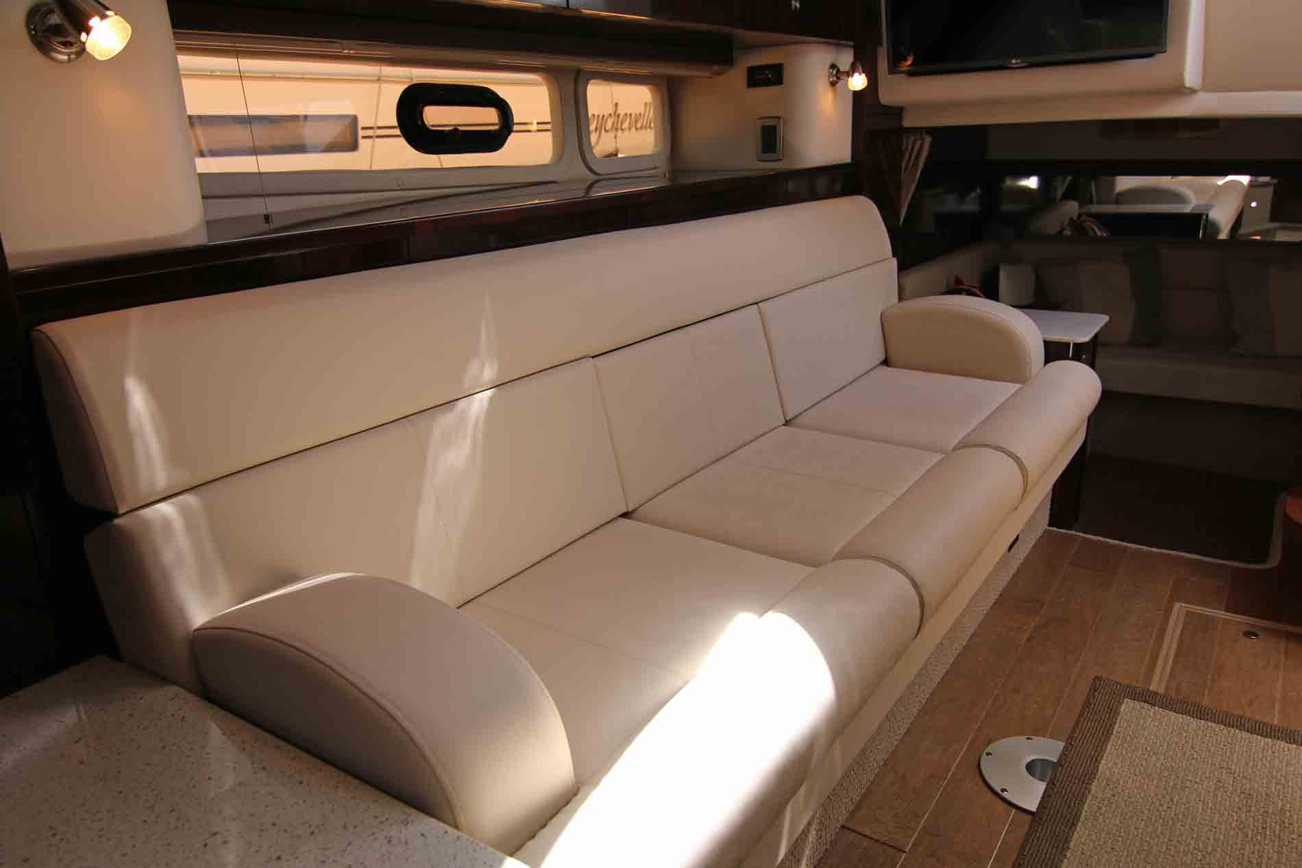 marina-del-rey-boat-rentals-lounge-area