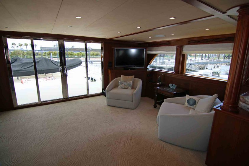 mid-deck-aft-portside-lounge-area
