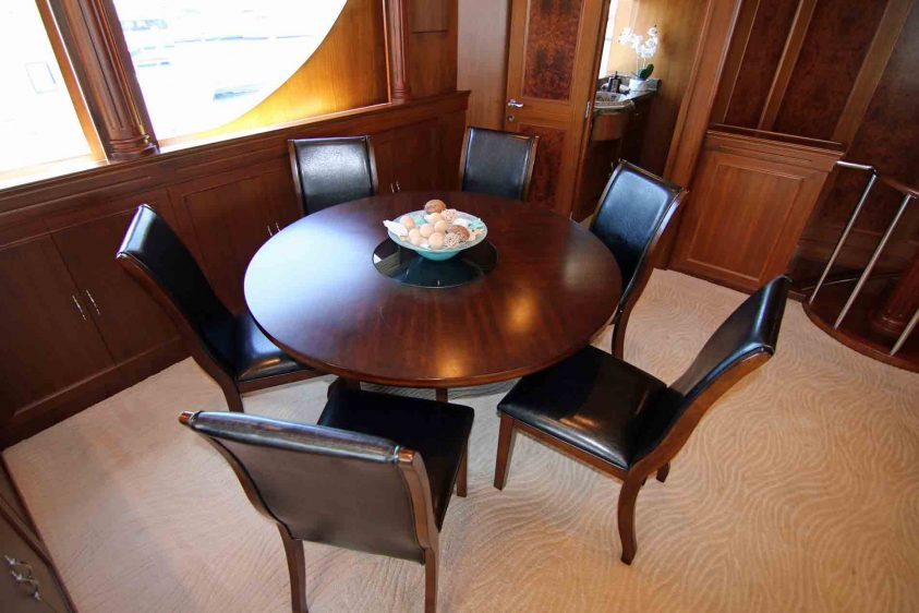 mid-deck-dining-area