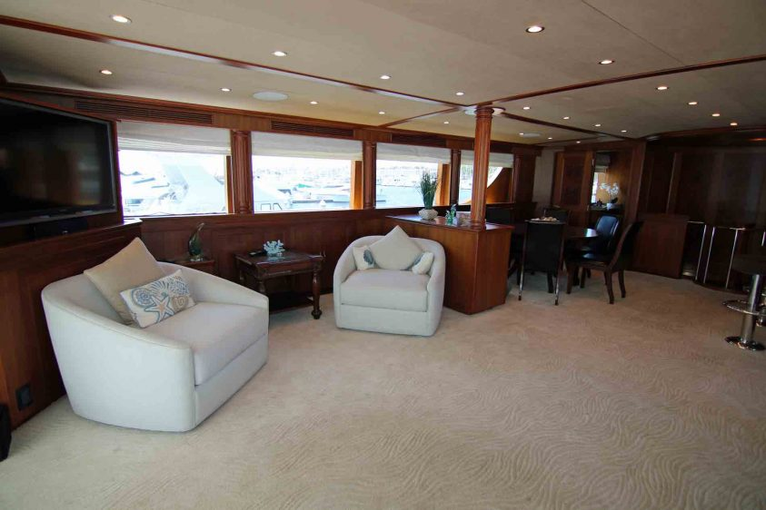 mid-deck-lounge-area