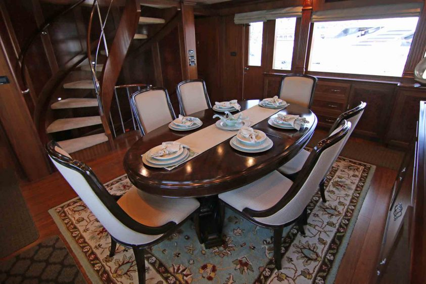 super-yacht-dining-area