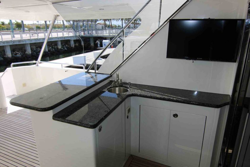 wet-bar-luxury-liners-aft-deck