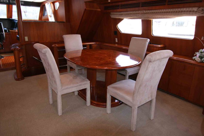 yacht-catering-dining-table-luxury-liners