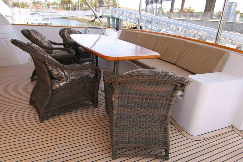 yacht-charter-aft-deck-luxury-liners